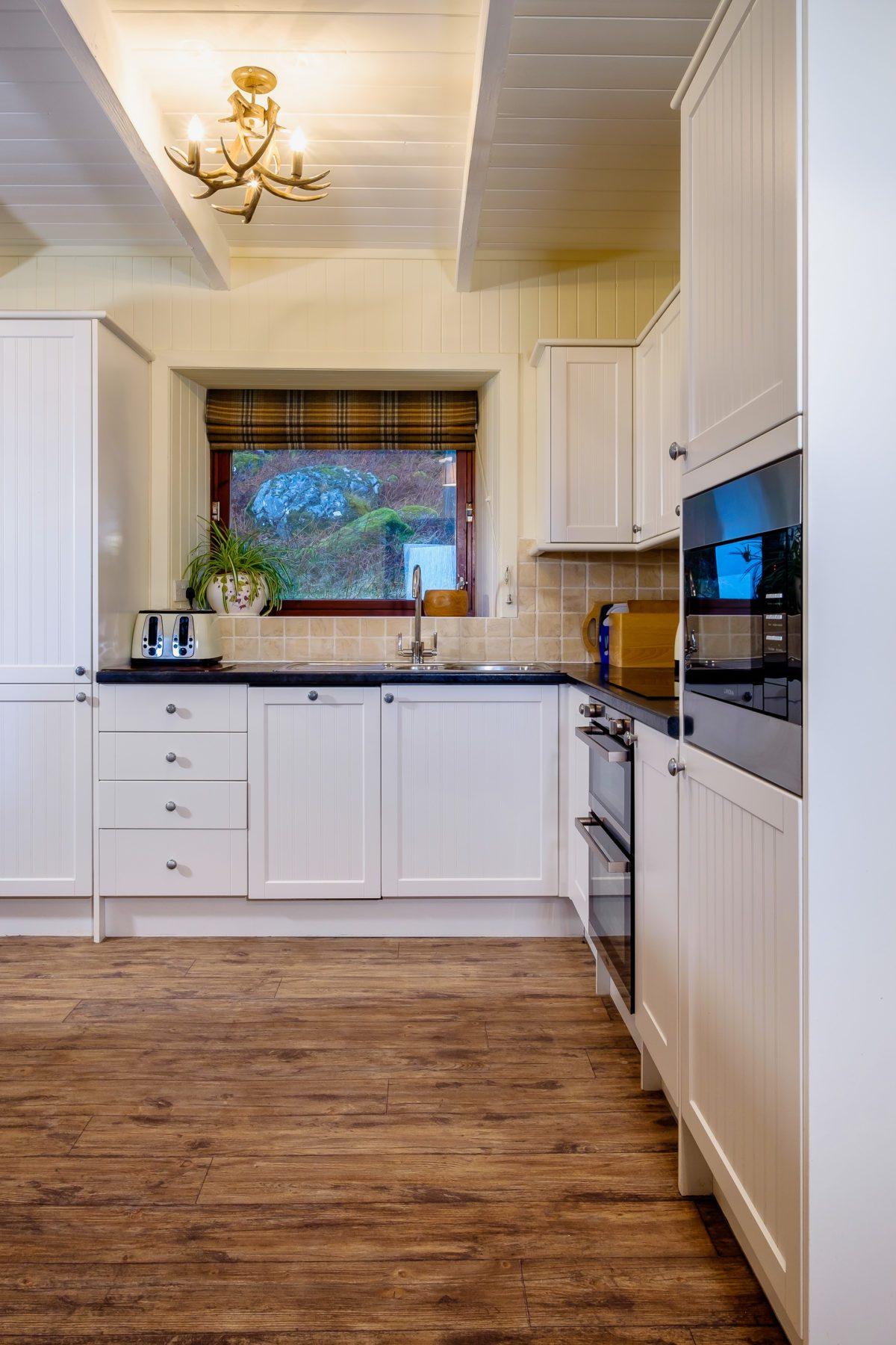 Elastic Cottage Kitchen