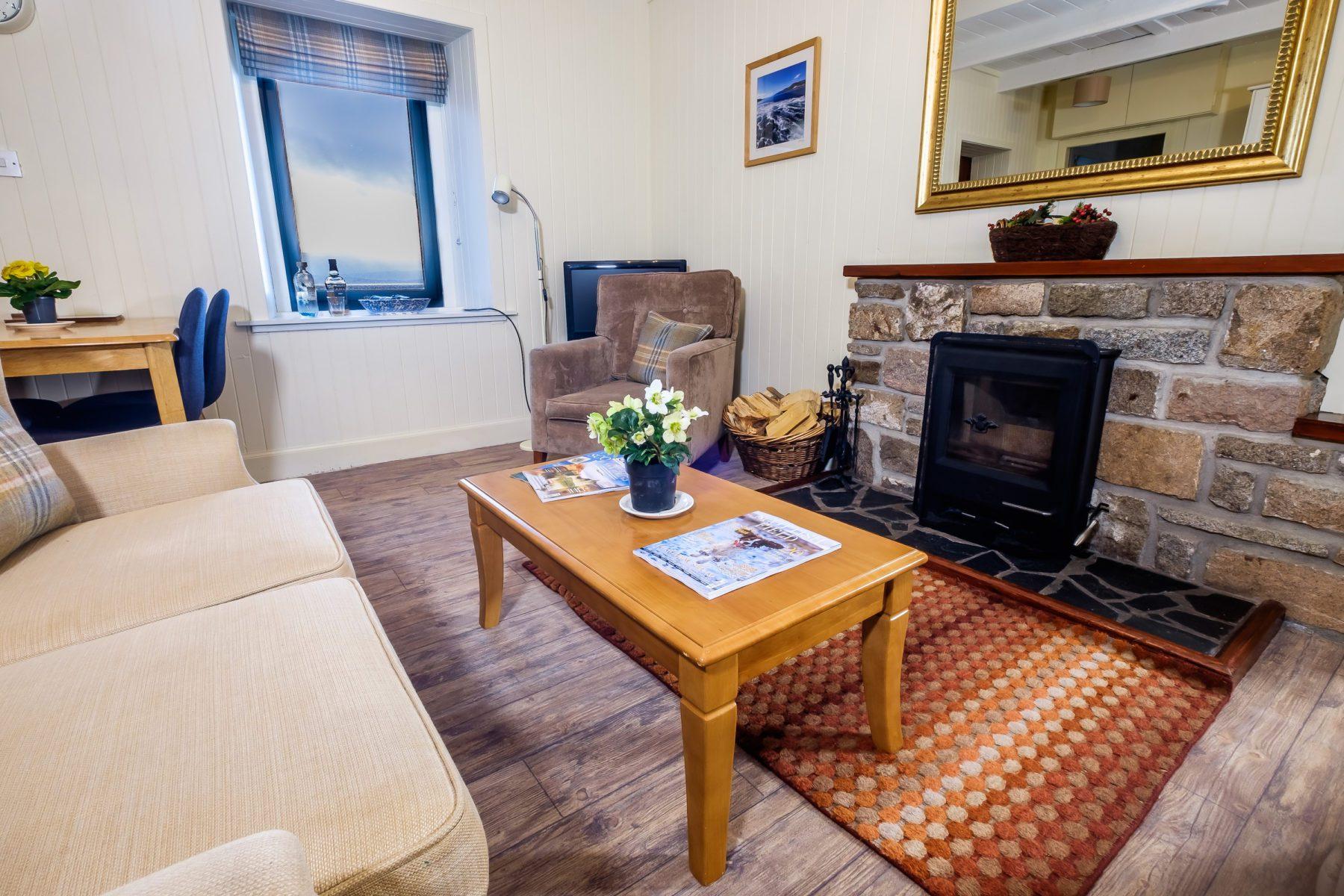 Elastic Cottage Lounge